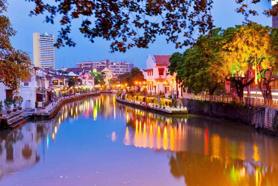 Thành phố Malacca rực rỡ lúc về đêm